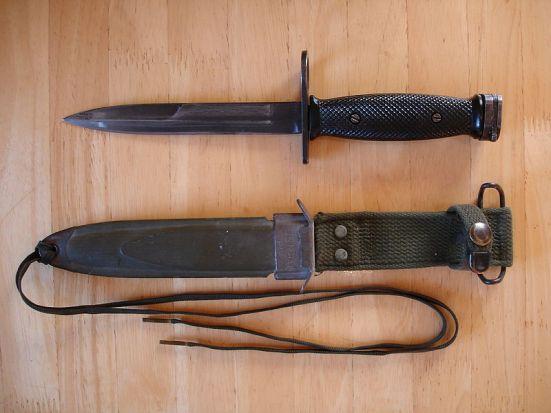 800px-M7_Bayonet_&_M8A1_Sheath