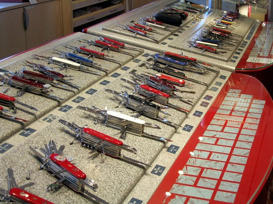 Swiss_army_knives_-_exposition