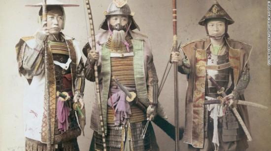 three-samurai-warriors-in-armor